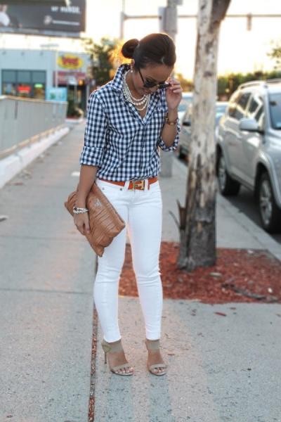 А для повсякденного образу відмінним поєднанням з білими джинсами стануть  вільні сорочки в клітку або смужку або з світлого деніму. 0fc083c27c760