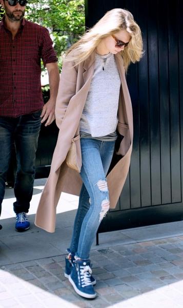 Цей колір джинси поєднується майже з усіма іншими кольорами і відтінками  гами 0d2556e407698