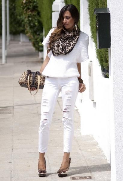 Жіночі варіації на тему поєднання білих джинсів досить різноманітні. Щоб  створити легкий і романтичний образ 6044c3a0e644e
